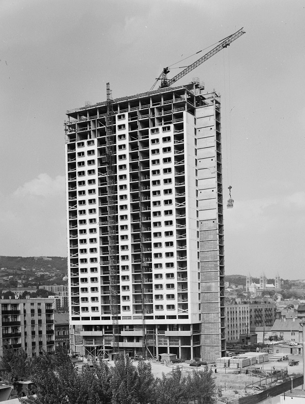 panelházak építése
